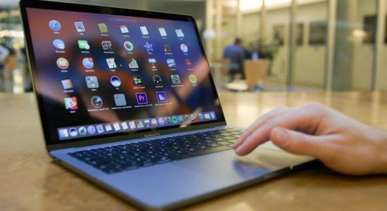 Как правильно поменять аккумулятор MacBook Pro A1261